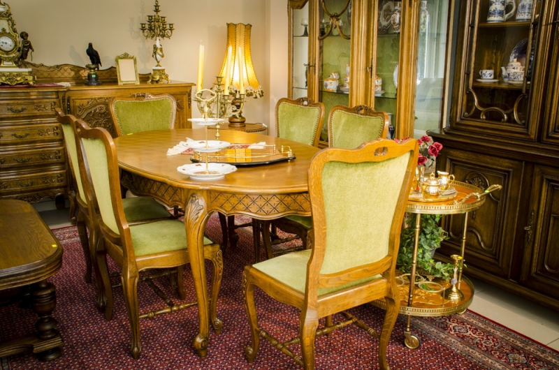 Трапезарна маса 8 с шест стола